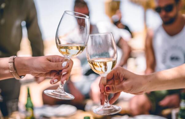 白葡萄酒适合什么人喝